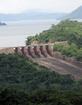 Spillway_of_Akosombo_dam