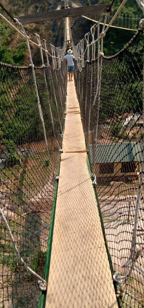 Loopbrug over de Kintampo watervallen.